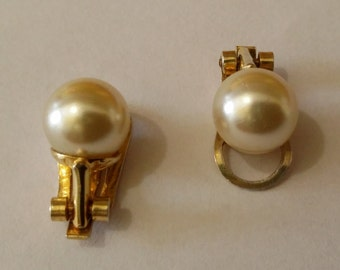 Clip on earrings in sterling silver, gold-plated 750, 800 Italian, with synthetic Pearl.