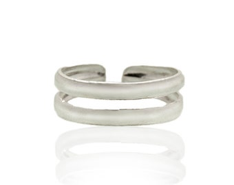 Sterling silver toe ring. beach jewelry. beach wedding accessories. silver toe ring. adjustable toe ring. toe rings. sterling toe ring
