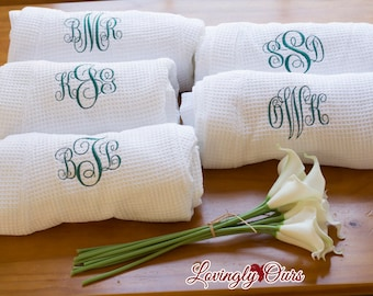 Personalized Gift - Monogrammed Robes Set of 5 Monogrammed Waffle Weave Robes for Wedding Party White or Colored Bridesmaids Gifts