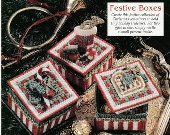 Pretty Little Christmas Gift Boxes in Plastic Canvas