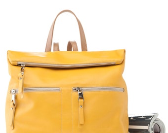 """25% discount. Mustard/sand leather backpack mod. Paula """"Santa and Luján"""" before 153 euros-made by hand in Spain."""