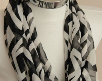 Black white Infinity Scarf: zig zag chevron  scarf with geometric desigs,  spring summer fashion, gift for her, for women