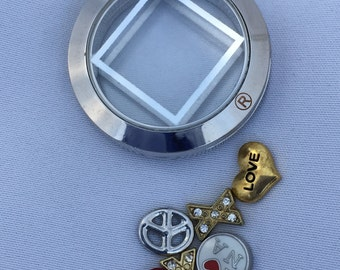 NA Silver Magnetic Locket Pendant - Silver + Three Charms, Reflectzen