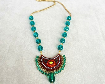 Emerald crystal beaded tribal statement necklace, Green Boho necklace, Gypsy necklace, Bohemian necklace, Birthday gift for her