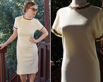Buttercream 1960's Vintage Cream White Shift Dress with Short Sleeves // size Small Med