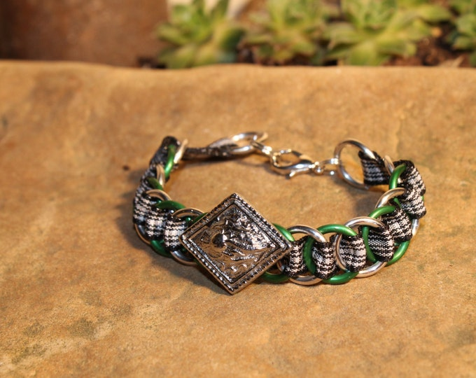 The Dundee Bracelet - Highland Dance edition - Menzies - Large Button - green, silver rings