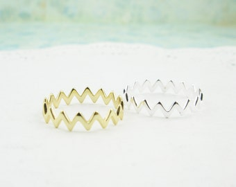 Sterling Silver. Dainty Zig Zag Ring in Silver and Gold. Hypoallergenic, zig zag ring, chic rings, silver rings, dainty rings, chevron rings