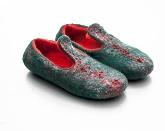 Natural wool felt slippers Green Red Christmas gift Tradicional felted wool valenki Embroidered Ballet Flat Shoes