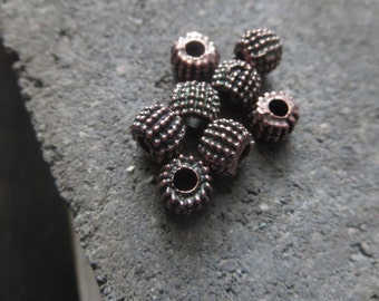 antiqued copper beads Metal beads barrel metal casting rustic  motif texture bali style - bronze tone  8mm x 5.5mm / 8 pcs 6am0800