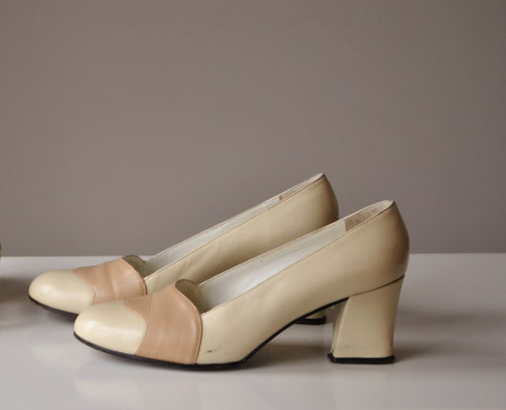 1960s Butter cream & Taupe Heels, size 4-1/2 to 5