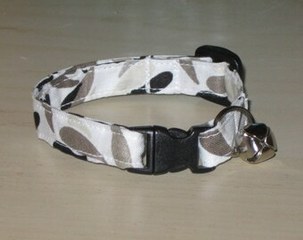 Cat Safety Collar, Breakaway Cat Collar, Adjustable Sizes, Soft and Comfortable, Nonirritating, Black Gray White Print, Lightweight