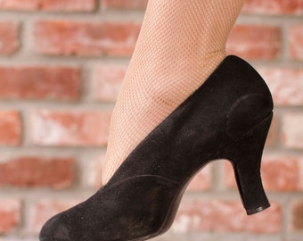 Vintage 1930s Shoes - Versatile Black Suede Early 30s Pumps with High Vamp Size 6 A