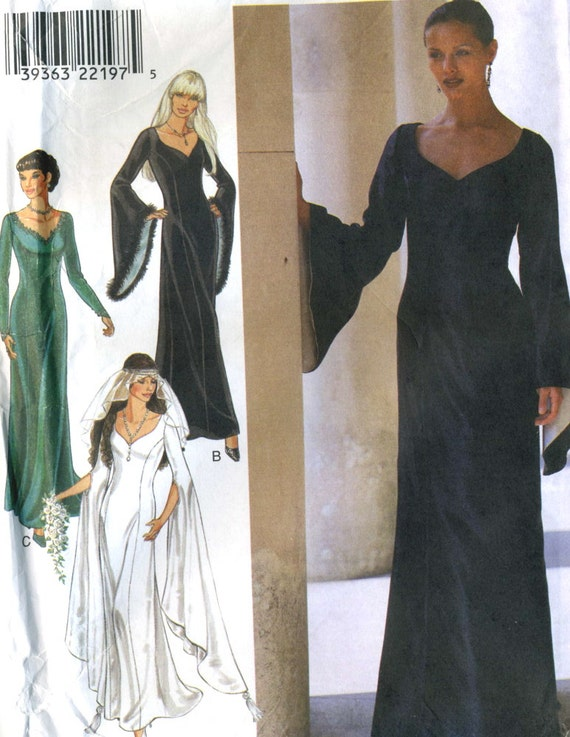 Style 2957 UNCUT Misses Renaissance-Elvira Costume - Bridal Dress with Full Length Trumpet Sleeves Pattern Size 8-18