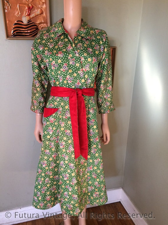 1950s MEENA of CALIFORNIA Stylish Green Floral and Polka Dot Print Quilted Robe with Patch Pocket and Reversible Belt-S