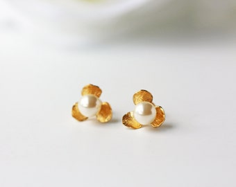 Matte Gold Flower Cream White Pearl Studs Earrings Modern Simple Bridesmaids