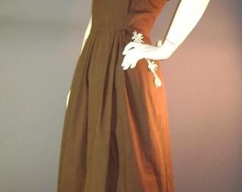 1950s vintage dress 50s BROWN DAISY APPLIQUE cotton full skirt sun dress