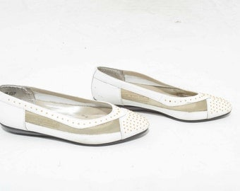 Vtg 80s Cute Hipster Quirky White and Gold Sheer Mesh Studded Stud Leather Flats Shoes 6.5
