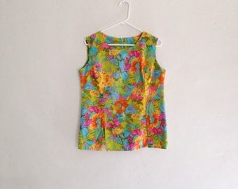 Vintage 1960s Plus Size Psychedelic Sleeveless Floral Top