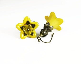 Yellow Hand Dyed Lucite Flower Earrings, Vintage style, Antiqued Brass, Czech Glass Flowers