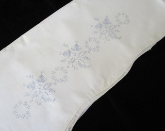 Stamped Embroidery Pillow Tubing PAIR Of Floral PILLOWCASES 100% Cotton
