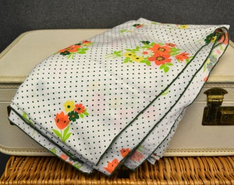 1960s Floral Print Linen Tablecloth