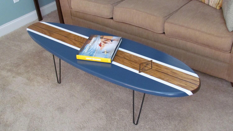 Planche de surf table basse en bois naturel et bleu marine Table basse planche bois