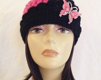 """cloche,flapper hat,flipped brim beanie,with vintage style brooch,hand crochet,pink/black,size small made to fit teens and adults 21-23"""""""