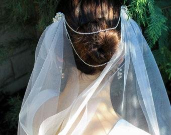 Bridal Veil with Crystals, Off-White Waltz Single Tier Veil, Ivory Wedding Veil -Bridal Veil Rhinestone, Fingertip Veil, Pearl Hair Chain