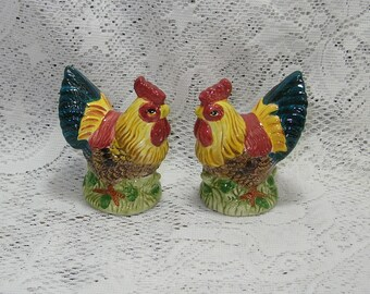 Vintage Rooster Chicken Salt and Pepper Set Colorful MINT Condition