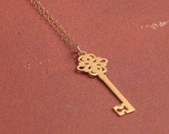 Key Necklace , Gold Key Charm , Key Pendant , Key Jewelry , Everyday Necklace , Dainty Necklace , Vintage Key , Gift for Her , Gift for Mom