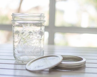 12 x genuine wide mouth Ball Mason jars with lids - 1 US pint