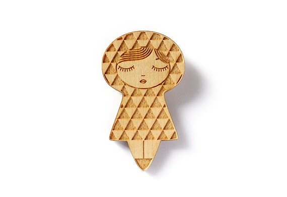 Uroko doll brooch - triangle kokeshi pin - Japanese traditional triangle pattern - kawaii matriochka - geometric - lasercut maple wood