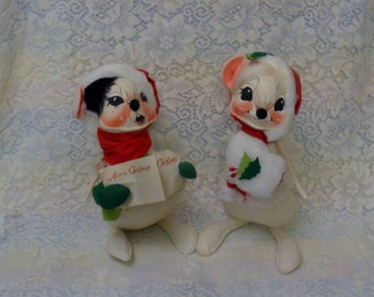 Annalee Christmas Mobiltee Caroling Mouse Mouse with Muff 1965 Collection White Mice