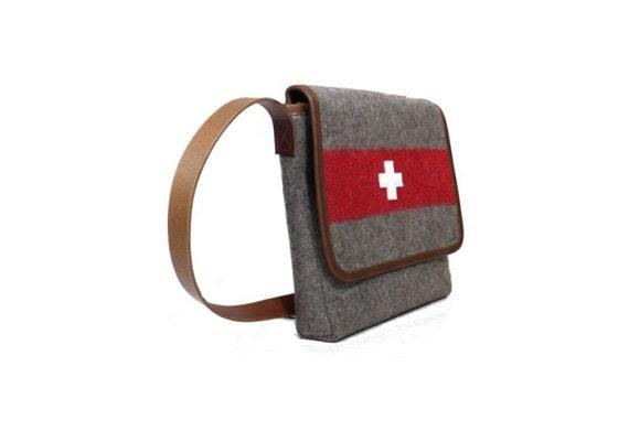 WD73 Swiss Army Blanket Shoulderbag by Karlen Swiss