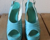 Vintage 1960s Trendy Aquamarine Platform Heels