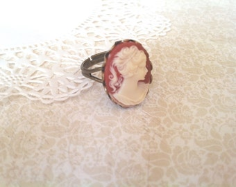 Cameo Ring / Cameo Jewelry (Coral and Ivory Cameo on Brass)
