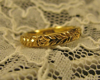 Antique 18k Gold Victorian Floral Scrolled Wedding Band Engraved 1914