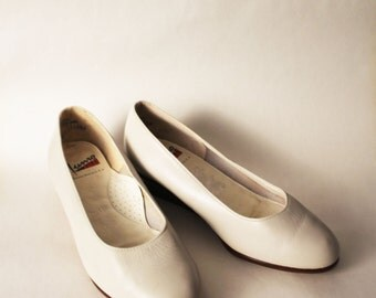 Vintage 80s White Cream Leather Wedge Midi Heels by Munro Size 6WW