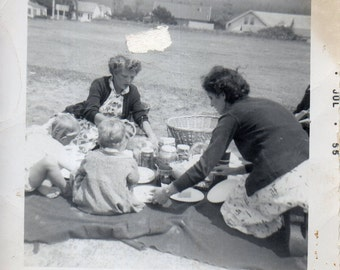 "Antique Snap ""Time for a Picnic!"""