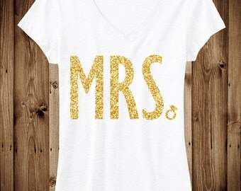 MRS. GLITTER Bride Shirt White V-neck, Bride Vneck, Wedding shirt, Bridal shirt, Bride Vneck, wedding
