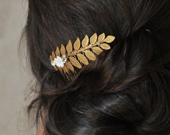 Comb gold leaf, pearls and rhinestones