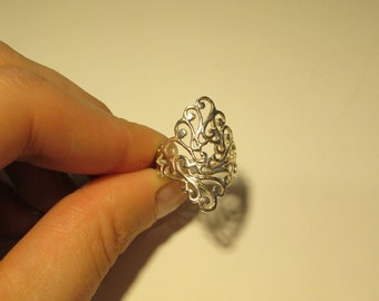 Sterling silver Vintage Carved detail ring, size 7