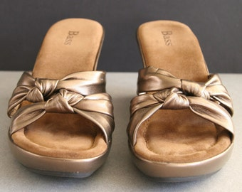 Womens Size 7-1/2 Bass Slip On Wedge Sandals | Strappy Bronze Leather Sandals