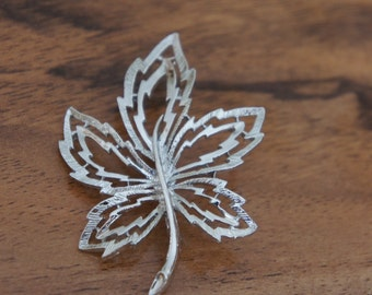 Vintage  Jewelry Brooch Pin Silver Leaflet  leaf Leaves E-074