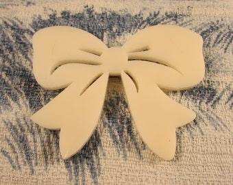 Vintage cream acrylic bow brooch