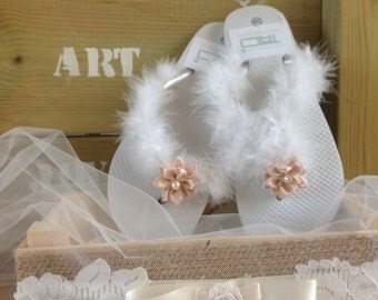 SALE! Womens Flip Flops Bridal Flip Flops Honeymoon Sandals, Wedding Flip Flops, Bridesmaid Flip Flops, Bridesmaid Gifts, Faux fur Flip Flop