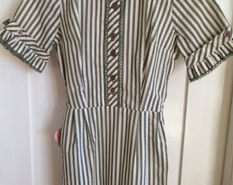 1950s MEG MARLOWE Green and White Candy Stripe Short Sleeve Summer Fun Picnic Fitted Wiggle Dress with Hidden Pocket-XS