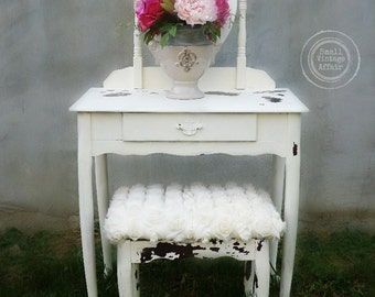 C R E A M Y Vintage Vanity Chippy Shabby Chic matching Stool