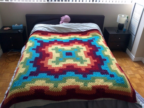 Crochet Queen Size Blanket Pattern : Crochet Blanket Pattern pdf: Fireworks blanket - granny square, queen ...