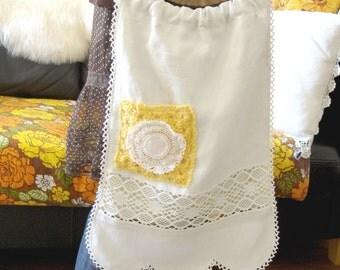 Linen bag / mixed florals- boho handbag - 70's plastic handles - barkcloth florals